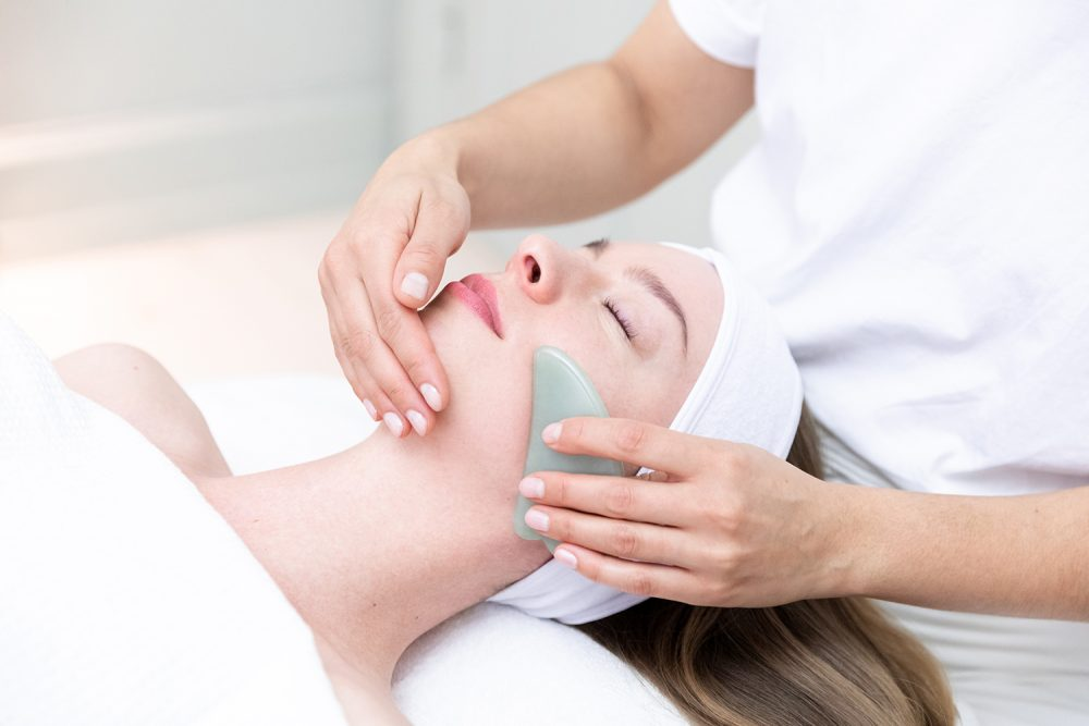 Klinik no.11 - Gua Sha ansigtsbehandling