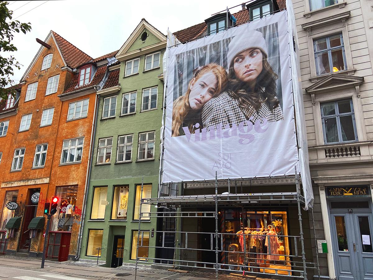 Sui Ava Vintage outdoor campaign